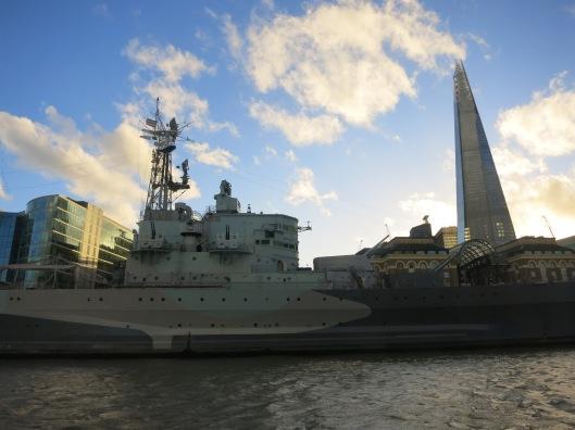 Lähtömaisemassa myös HMS Belfast.