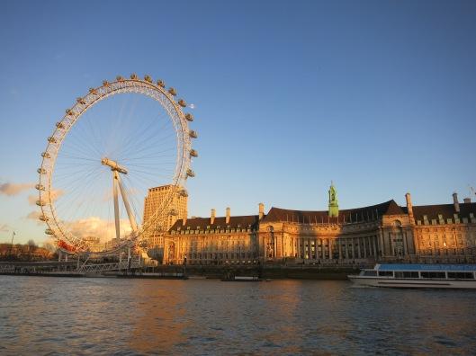 London eye iltapäiväauringossa.