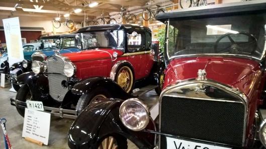 Hienoja vanhoja autoja.