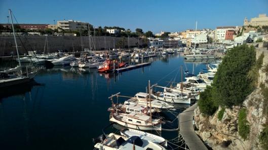 Saaren vanhan pääkaupungin, Ciutadellan, satama.