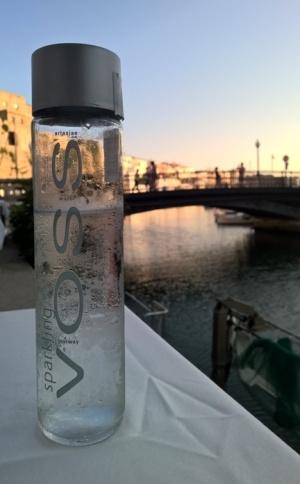 Piti mennä Espanjaan asti norjalaista vettä juomaan. Mutta menihän se tuossa maisemassa...