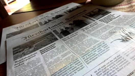 Ravintolan menu oli kekseliäs ja hauska, painettu sanomalehden näköiseksi.