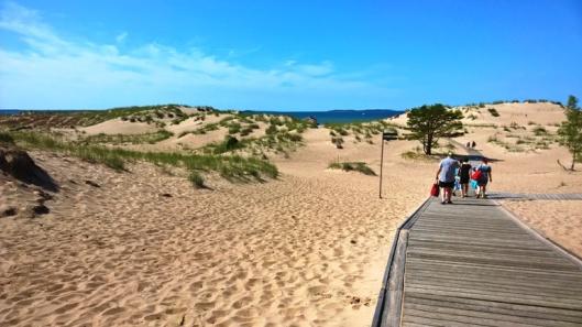 Yyterissä vesi on ihan heti rannassa, mutta rantaan on verrattoman pitkä matka.