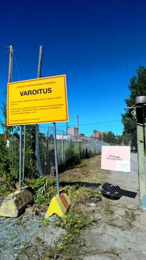 Varoitus sortumavaarassa olevista rakennuksista ja rakennelmista.