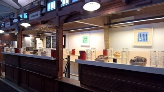 Soppakeittiö löytyy kolmesta Helsingin kauppahallista, myös Vanhasta.