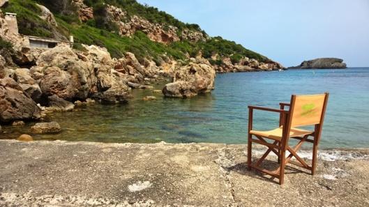 Parin tunnin vaelluksen jälkeen on aika pysähtyä syrjäiseen rantaan nauttimaan pikkusuolaista ja juotavaa. Son Angelin porukka tuo paikalle katoksen ja tuolit.