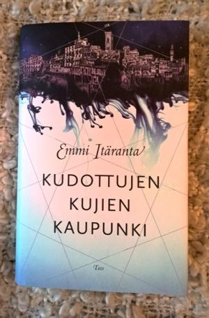 Emmi Itäranta: Kudottujen kujien kaupunki.