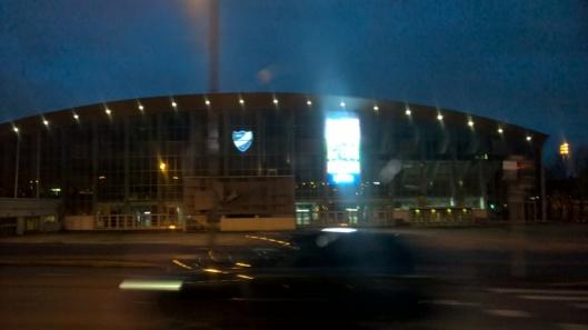 Helsingin jäähalli ja jalkapallostadion ovat reitillä samoin kuin Olympiastadion jäähallin takana.
