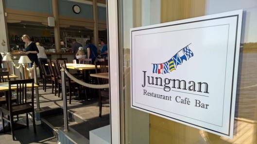 Upeassa Jungmans-ravintolassa herkullisella buffet-lounaalla. Lämmin suositus.
