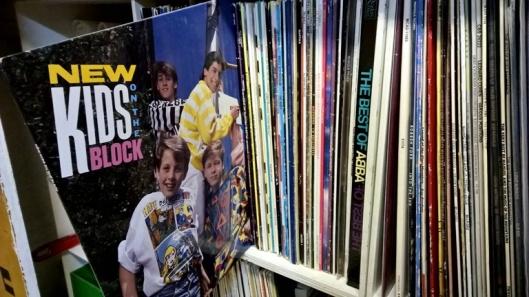 Ihan totta, New Kids On The Blockia levyllä, kyllä vain, nuoret!