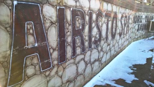 Hiekkarannalla on Airisto Spa - more than sauna. Haluaisinpa tietää, mitä se more than on? Täytynee poiketa kesämmällä katsomaan.
