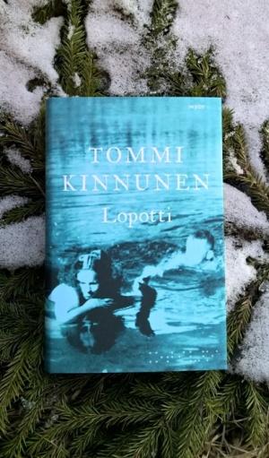 Tommi Kinnunen: Lopotti. Kuten kuvasta huomata saattaa, kirjan lukemisesta on aikaa jo tovi.