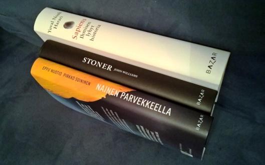 Bazar kustannuksen lukupaketista kaksi luettu, yksi jäljellä. Kahden ensimmäisen, tämän Stonerin ja Nainen parvekkeella -kirjan, samoin kuin aiemmin lukemani KonMarin perusteella on lupa odottaa hyvää.