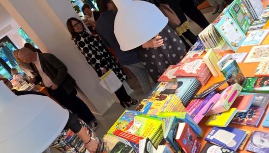 Seuralaiseni nuoren iän vuoksi suurin osa ajasta tuli tutkittua lasten- ja nuorten kirjallisuutta. Sain kattavan esittelyn kirjoihin, joita koulussa on luettu tai esitelty. Hienoa, että kirjallisuus kiinnostaa jo pienenä.