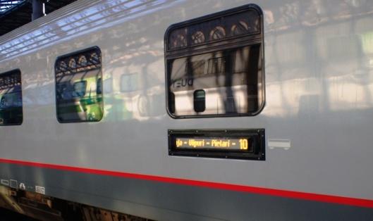 Juna menee Moskovaan varsin verkkaisesti. Matka kestää 15 tuntia ja välillä pysähdytään ja ajellaan hyvin hiljaa. Välipysäkit ovat: Pasila, Tikkurila, Lahti, Kouvola, Vainikkala, Viipuri, Pietari ja Tver.