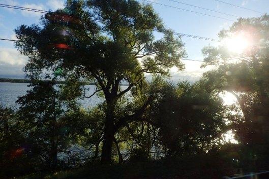 Ensimmäisiä aamumaisemia Venäjällä. Järviä ja puita, ei kovinkaan eksoottista.