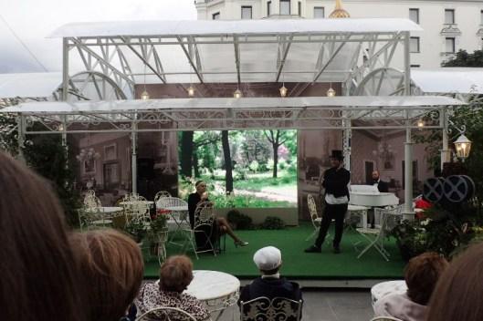 Juhlan teemana olivat vanhat venäläiset elokuvat. Kauunki oli täynnä kojuja, jotaka oli koristeltu yhteneväisin teemoin ja ohjelmaakin oli rakennettu elokuvien ympärille.