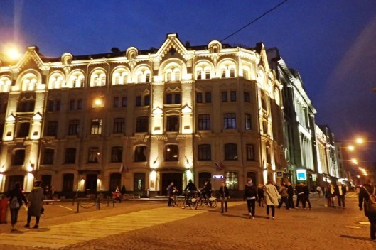 Sanovat, että Pietarissa on kauniita taloja, mutta en minä Moskovaakaan ihan rumaksi menisi sanomaan. Upeita rakennuksia silmän kantamattomiin.