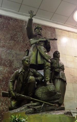 Hotellimme metroasemallakin (Partisanskaja) oli melkoinen patsas.