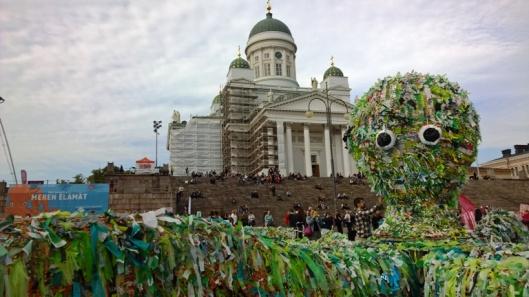 Koko teoksen keskipisteenä oli 35 metriä leveä mustekala.
