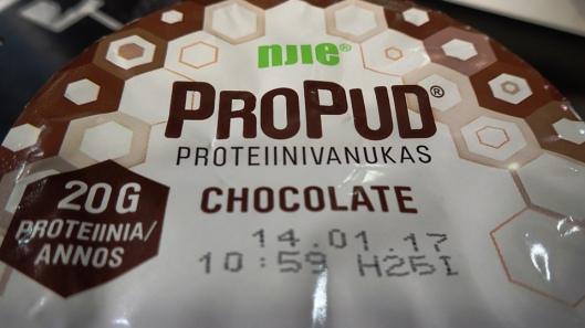 ProPud proteiinivanukas kannesta katsottuna. Aika pitkä säilyvyysaika...
